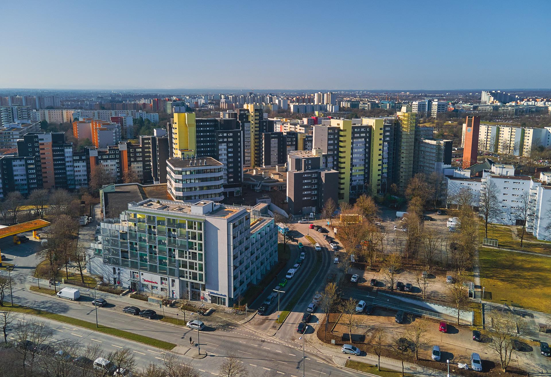 18.04.2016 - Fortschritt bei der Fassadensanierung in unserem Marx-Zentrum in Neuperlach