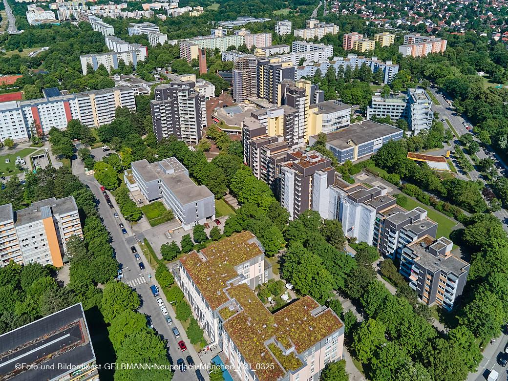 28.06.2021 - neuperlach.org.gelbmann.org zeigt Luftbilder der Fassadensanierung im Marx-Zentrum und in der Wohnanalge Karl-Marx-Ring 52-62 in Neuperlach