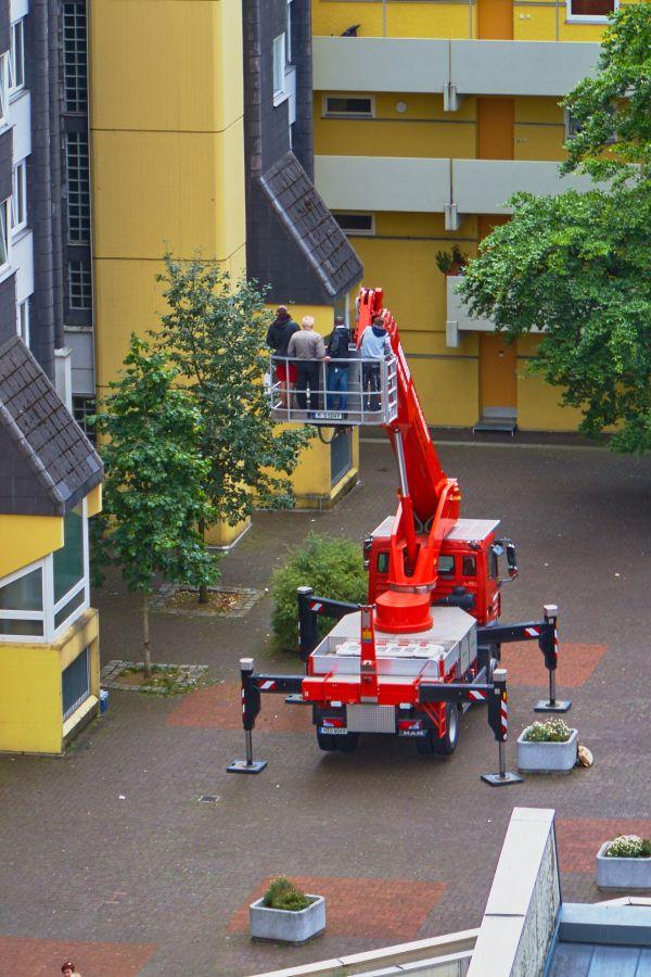 neuperlach-marx-zentrum-kranwagen-2015-07-29-gelbmann-mg-4292286AF570-556D-CAC4-96A3-B97BA87C637C.jpg