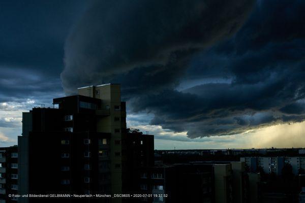 gewitterwolken-ueber-in-neuperlach-muenchen-photographed-by-gelbmann-date-jul-01-2020-time-19-37-52-dsc9605E3A1B900-071B-CDA1-B007-7905FA2AF49F.jpg