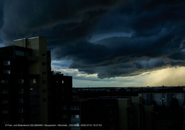 gewitterwolken-ueber-in-neuperlach-muenchen-photographed-by-gelbmann-date-jul-01-2020-time-19-37-53-dsc960623CA3158-8558-D574-1475-FFA3A3D0FD5B.jpg