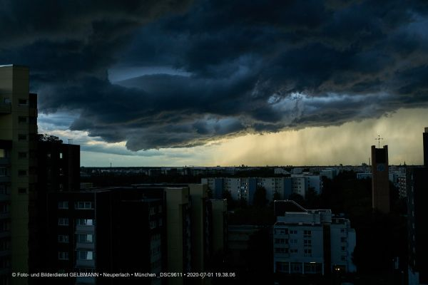 gewitterwolken-ueber-in-neuperlach-muenchen-photographed-by-gelbmann-date-jul-01-2020-time-19-38-06-dsc9611363EADAC-E37F-5EBB-BB27-4E3CF8CF9DCA.jpg