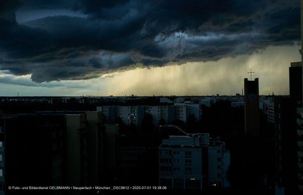 gewitterwolken-ueber-in-neuperlach-muenchen-photographed-by-gelbmann-date-jul-01-2020-time-19-38-06-dsc96122DC596DB-D1D9-D096-B15B-EEAD5866E607.jpg