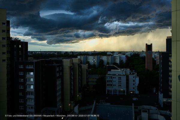 gewitterwolken-ueber-in-neuperlach-muenchen-photographed-by-gelbmann-date-jul-01-2020-time-19-38-10-dsc9614EA990B7C-200F-10E7-4E78-A051AB3DA2BA.jpg