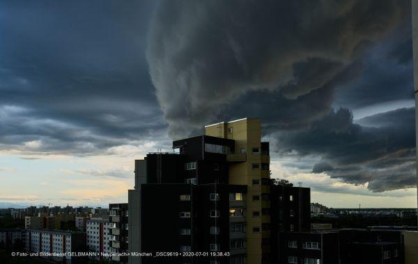 gewitterwolken-ueber-in-neuperlach-muenchen-photographed-by-gelbmann-date-jul-01-2020-time-19-38-43-dsc9619FE2739B8-4374-26B9-6B9C-FD16959C841C.jpg