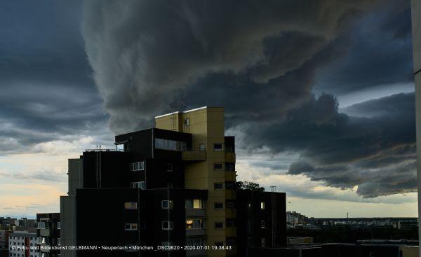 gewitterwolken-ueber-in-neuperlach-muenchen-photographed-by-gelbmann-date-jul-01-2020-time-19-38-43-dsc96204D580B11-71B9-87A5-7DE8-BBEBDA1DC9CD.jpg
