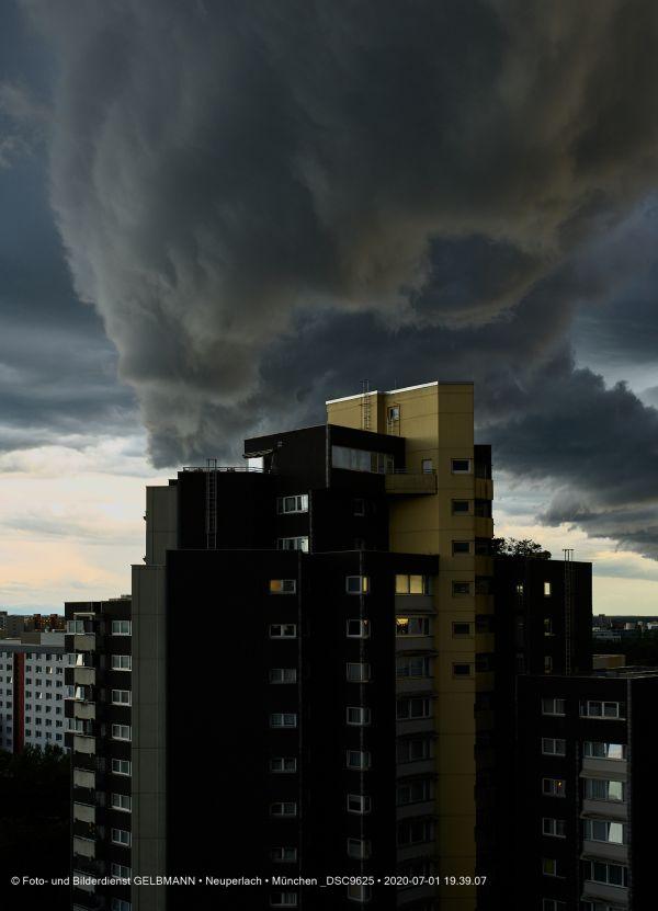 gewitterwolken-ueber-in-neuperlach-muenchen-photographed-by-gelbmann-date-jul-01-2020-time-19-39-07-dsc96255ED80EBA-829B-5F20-C99D-6BA9C51117DD.jpg
