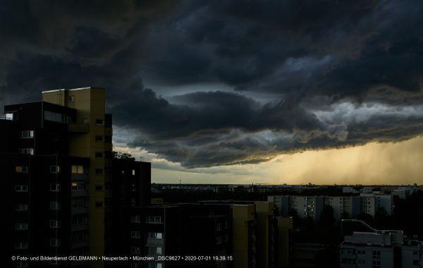 gewitterwolken-ueber-in-neuperlach-muenchen-photographed-by-gelbmann-date-jul-01-2020-time-19-39-15-dsc9627934C7353-5C9F-E781-D32E-57E50A384B52.jpg