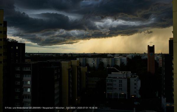 gewitterwolken-ueber-in-neuperlach-muenchen-photographed-by-gelbmann-date-jul-01-2020-time-19-39-30-dsc963028849324-C002-6ABD-5AC7-EB53218796B6.jpg