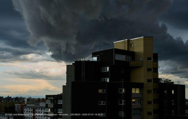 gewitterwolken-ueber-in-neuperlach-muenchen-photographed-by-gelbmann-date-jul-01-2020-time-19-39-51-dsc9633AE9AA855-FC92-66C4-7BF4-ACE73EF8E1BC.jpg