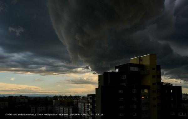 gewitterwolken-ueber-in-neuperlach-muenchen-photographed-by-gelbmann-date-jul-01-2020-time-19-40-28-dsc9641139F834A-B238-E006-DB91-E0D79E0B849D.jpg