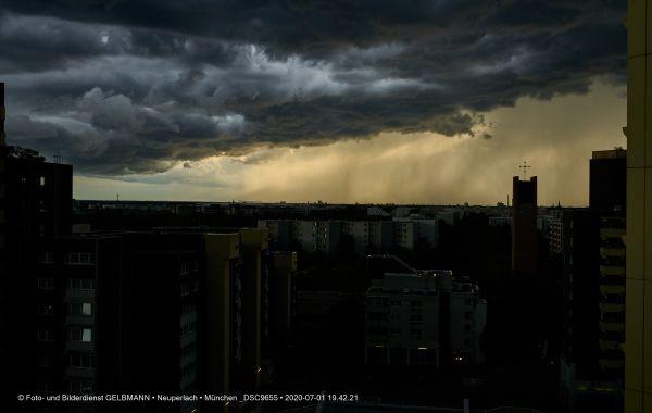 gewitterwolken-ueber-in-neuperlach-muenchen-photographed-by-gelbmann-date-jul-01-2020-time-19-42-21-dsc9655BB0E0F16-217F-12A1-38EF-CEB7680FF9B0.jpg