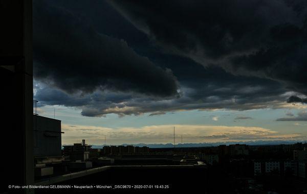 gewitterwolken-ueber-in-neuperlach-muenchen-photographed-by-gelbmann-date-jul-01-2020-time-19-43-25-dsc967092C24F3C-3E21-35E9-F28D-824C98C2C97A.jpg