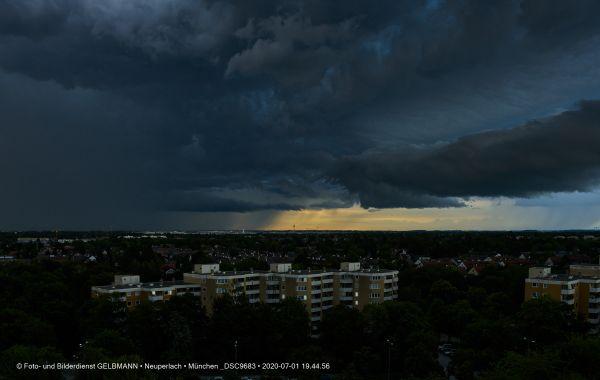 gewitterwolken-ueber-in-neuperlach-muenchen-photographed-by-gelbmann-date-jul-01-2020-time-19-44-56-dsc96835E0D32FB-D8BE-5D5C-199A-5572BAC3C9C1.jpg
