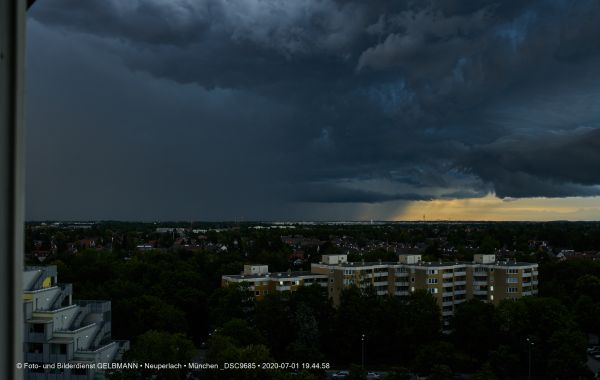 gewitterwolken-ueber-in-neuperlach-muenchen-photographed-by-gelbmann-date-jul-01-2020-time-19-44-58-dsc96852214FC7B-2817-67BB-B6E5-7398EF94534D.jpg