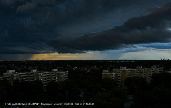 gewitterwolken-ueber-in-neuperlach-muenchen-photographed-by-gelbmann-date-jul-01-2020-time-19-45-01-dsc968982335626-CA26-8990-96A5-E0A84DA595B0.jpg