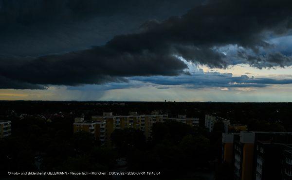 gewitterwolken-ueber-in-neuperlach-muenchen-photographed-by-gelbmann-date-jul-01-2020-time-19-45-04-dsc9692ACFF3745-EEA0-B46F-39C8-D3774C18CA61.jpg