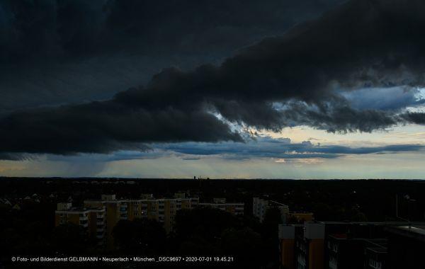 gewitterwolken-ueber-in-neuperlach-muenchen-photographed-by-gelbmann-date-jul-01-2020-time-19-45-21-dsc9697EB568994-2A5E-8E95-40C3-19F9590B58C1.jpg