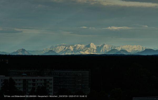 gewitterwolken-ueber-in-neuperlach-muenchen-photographed-by-gelbmann-date-jul-01-2020-time-19-48-12-dsc9729024D7218-1393-57CB-177A-BC5FA94CBA45.jpg