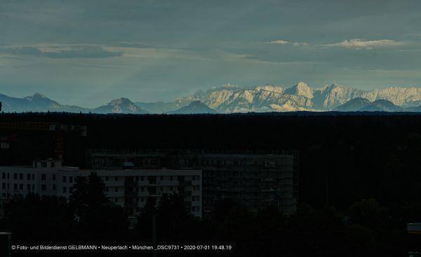 gewitterwolken-ueber-in-neuperlach-muenchen-photographed-by-gelbmann-date-jul-01-2020-time-19-48-19-dsc9731F08E14FE-6D1A-8D96-FF9B-8E77B0C85636.jpg