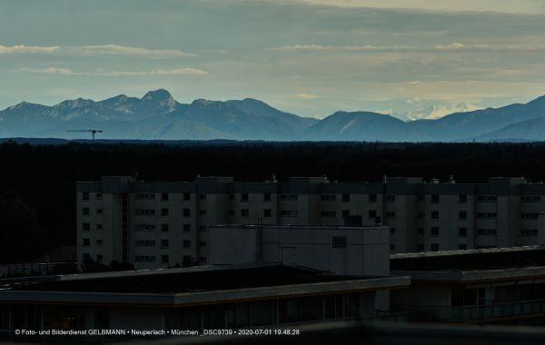 gewitterwolken-ueber-in-neuperlach-muenchen-photographed-by-gelbmann-date-jul-01-2020-time-19-48-28-dsc9739C5158BB2-5654-68C5-B216-AA8C3291AA8A.jpg