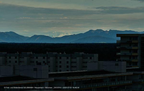 gewitterwolken-ueber-in-neuperlach-muenchen-photographed-by-gelbmann-date-jul-01-2020-time-19-48-30-dsc9741658460EB-B25E-946E-9616-8B6BD643CE0A.jpg