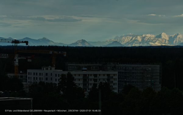 gewitterwolken-ueber-in-neuperlach-muenchen-photographed-by-gelbmann-date-jul-01-2020-time-19-48-33-dsc97443A947D6A-F997-531C-B3DE-D14E99B5B0DF.jpg