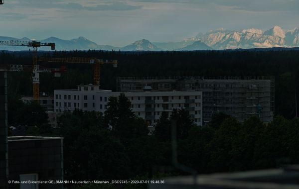 gewitterwolken-ueber-in-neuperlach-muenchen-photographed-by-gelbmann-date-jul-01-2020-time-19-48-36-dsc9745E135F5ED-A167-147D-9FEE-E26FE635F39F.jpg