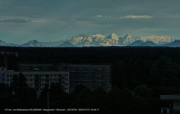 gewitterwolken-ueber-in-neuperlach-muenchen-photographed-by-gelbmann-date-jul-01-2020-time-19-49-17-dsc97536CDB17CF-043B-031D-1841-BAF39E323B92.jpg