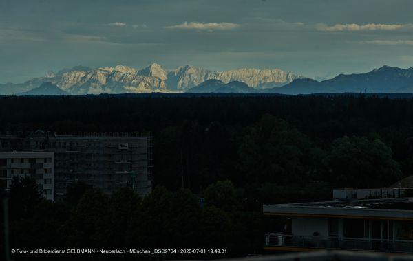 gewitterwolken-ueber-in-neuperlach-muenchen-photographed-by-gelbmann-date-jul-01-2020-time-19-49-31-dsc97645575EEEE-F034-7A7A-74B3-E1700A78D6B8.jpg
