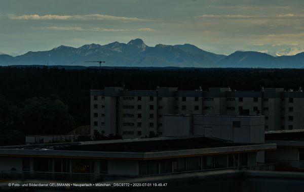 gewitterwolken-ueber-in-neuperlach-muenchen-photographed-by-gelbmann-date-jul-01-2020-time-19-49-47-dsc977213F7B57A-60A1-78E7-D121-1AB2F1B553FE.jpg