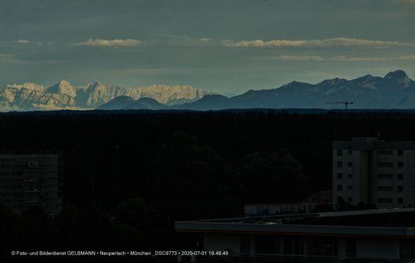 gewitterwolken-ueber-in-neuperlach-muenchen-photographed-by-gelbmann-date-jul-01-2020-time-19-49-49-dsc9773E9D89246-E6E4-D3A3-7FBF-75579B3A67DE.jpg