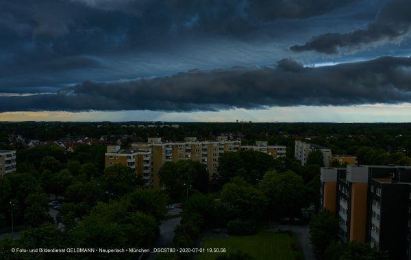 gewitterwolken-ueber-in-neuperlach-muenchen-photographed-by-gelbmann-date-jul-01-2020-time-19-50-58-dsc9780FB35BF9C-2D30-44D0-724F-F9FD5DCA3D81.jpg