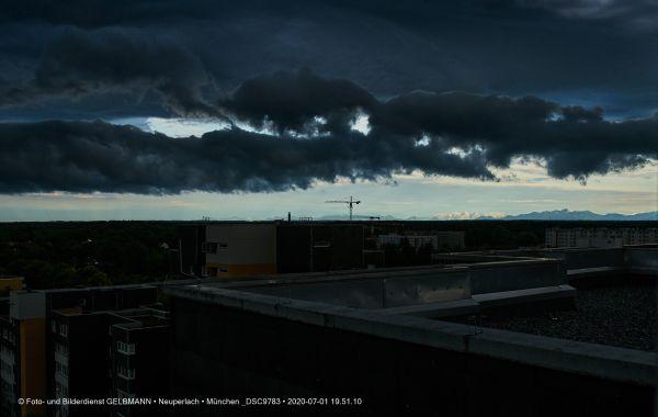 gewitterwolken-ueber-in-neuperlach-muenchen-photographed-by-gelbmann-date-jul-01-2020-time-19-51-10-dsc9783FF21BC85-E58F-516C-1375-518560153B13.jpg