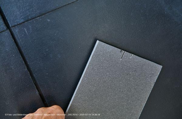 fassadenplatte-in-anthrazit-photographed-by-gelbmann-date-jul-14-2020-time-14-39-18-dsc30106533487E-F581-EECF-15FE-49EFABB08370.jpg